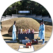 The Tomb of General Jwa-Jin Kim [photo]
